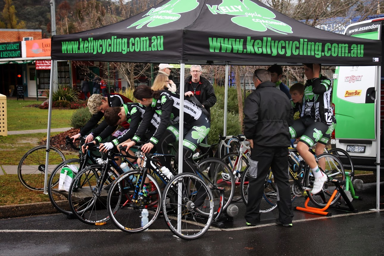 Riders warm up with damp conditions on Day 2